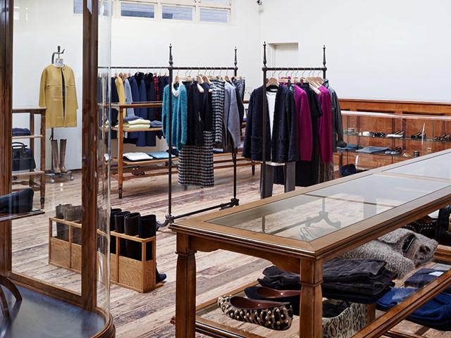 アパレルの店舗デザイン内装プロデュース事例|ワールドグループのDRESSTERIOR(ドレステリア)神南本店の店舗画像