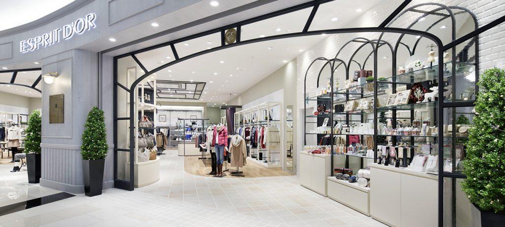 総合ファッションサービス、ワールドグループのファッションストア「ESPRIT D'OR(エスプリドール)」が展開する店舗、エスプリドール イオンモール幕張新都心店の店舗デザイン、外観、VMD