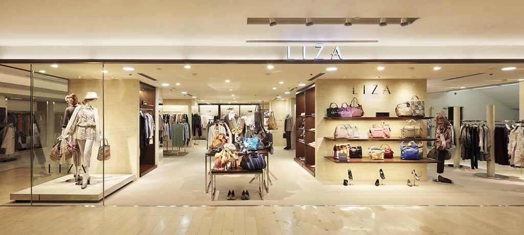 総合ファッショングループ、ワールドグループのミセスストア「LIZA(リザ)」が展開する店舗、リザ松屋銀座店の店舗デザイン、内装、VMD