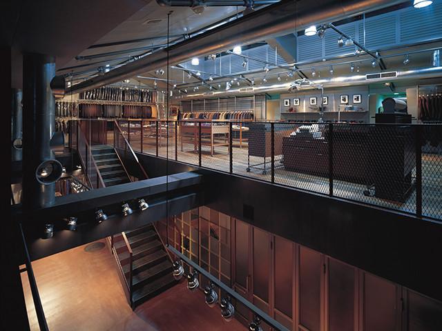 アパレルの店舗デザイン内装プロデュース事例|ワールドグループのObrero & rincon del obrero(オブレロ&リンコン デル オブレロ)渋谷店の店舗画像