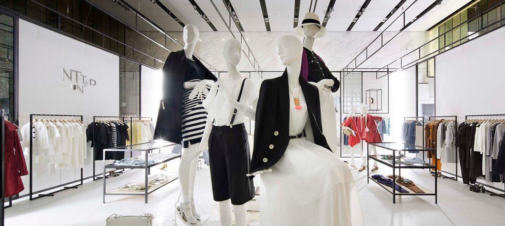 総合ファッションサービスグループ、ワールドグループのレディースブランド「UNTITLED(アンタイトル)」の展示会、VMD、ディスプレイ画像