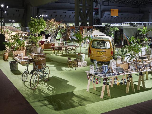 株式会社ビジネスガイド社が主催する、日本最大のギフトと雑貨の国際見本市、東京インターナショナル・ギフト・ショー「LIFE×DESIGN」の空間演出、VMD、ディスプレイ画像