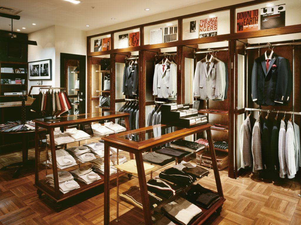 総合ファッションサービスグループ、ワールドグループのメンズブランド、「COOL STRUTTIN'&co.(クールストラティン)」の店舗デザイン、外観、VMD
