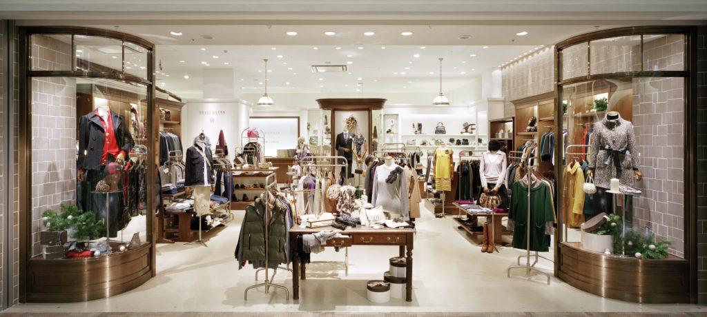 総合ファッションサービスグループ、ワールドグループのファッションブランド「GRASS WATER(グラスウォーター)」が展開する店舗 、グラスウォーター阪急西宮ガーデンズ店の店舗デザイン、外観、VMD