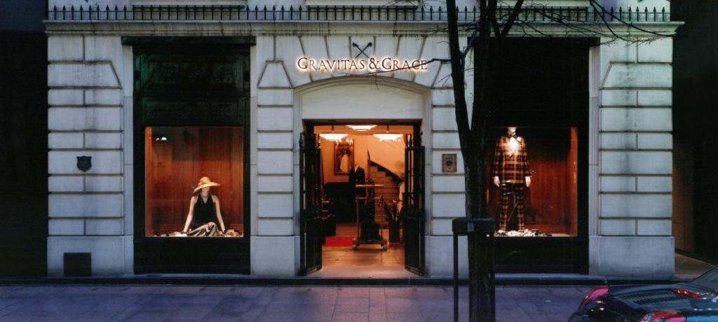 総合ファッションサービスグループ、ワールドグループのファッションブランド、「GRAVITAS & GRACE(グラヴィタス アンド グレイス)」の店舗デザイン、外観、VMD