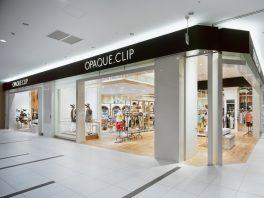 総合ファッションサービスグループ、ワールドグループのファッションブランド「OPAQUE.CLIP(オペークドットクリップ)が展開する店舗、オペークドットクリップ イーアスつくば店の店舗デザイン、外観、VMD