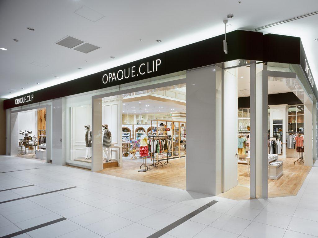総合ファッションサービスグループ、ワールドグループのファッションストア「OPAQUE.CLIP(オペークドットクリップ)が展開する店舗、オペークドットクリップ イーアスつくば店の店舗デザイン、外観、VMD