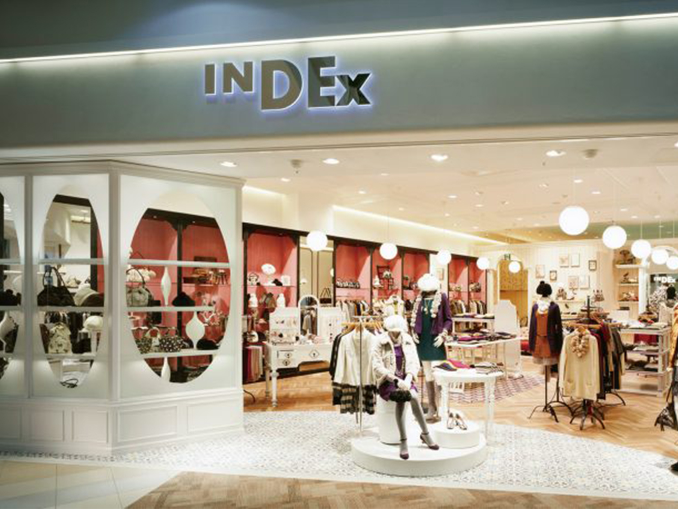 総合ファッションサービスグループ、ワールドグループのファッションブランド「INDEX(インデックス)」が展開する店舗、インデックス西宮阪急店の店舗デザイン、外観、VMD