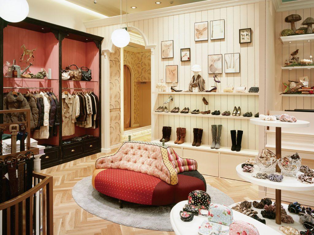 総合ファッションサービスグループ、ワールドグループのファッションブランド「INDEX(インデックス)」が展開する店舗、インデックス西宮ガーデンズ店の店舗デザイン、外観、VMD