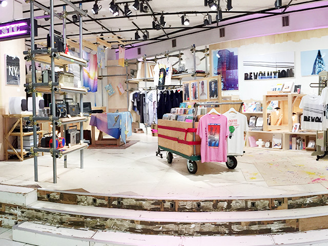 伊勢丹新宿店本館1階フロア、ザ・ステージで展開するポップアップ・ストア「CREATORS STUDIO FROM 90'S TO THE PRESENT 」のVMD、ディスプレイ画像