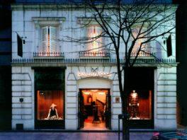 総合ファッションアパレル企業、株式会社ワールドのファッションブランド、「GRAVITAS & GRACE(グラヴィタス アンド グレイス)」の店舗デザイン、外観、VMD