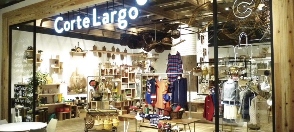 総合ファッションサービスグループ、ワールドグループのファッションブランド「Corte Largo(コルテラルゴ)」の展示会、VMD、ディスプレイ画像