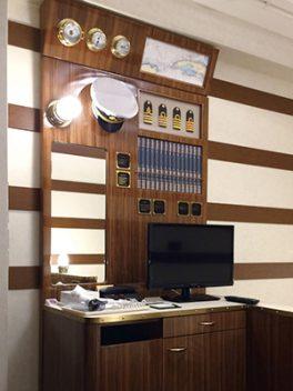 舞浜にある東京ディズニーリゾート®オフィシャルホテル、サンルートプラザ東京の客室キャプテンズルームの什器、家具、備品画像
