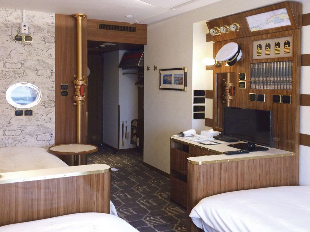 舞浜にある東京ディズニーリゾート®オフィシャルホテル、東京ベイ舞浜ホテル ファーストリゾートの客室キャプテンズルームの什器、家具、備品画像