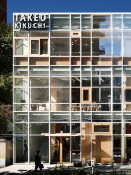 総合ファッションサービスグループ、ワールドグループのメンズブランド「TAKEO KIKUCHI(タケオキクチ)」が展開する店舗、タケオキクチ渋谷明治通り本店の店舗デザイン、外観、VMD