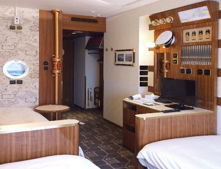 東京ディズニーリゾート®オフィシャルホテルの東京ベイ舞浜ホテル ファーストリゾートの客室キャプテンズルームの什器、家具、備品