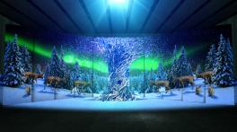 """「ワールド トラベルツリー""""青山""""」流木で作られた菩提樹と幻想的なプロジェクションマッピング"""