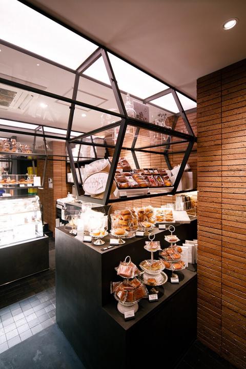 シャトレーゼ都心型新ブランド「YATSUDOKI(ヤツドキ)」銀座7丁目店の内観画像