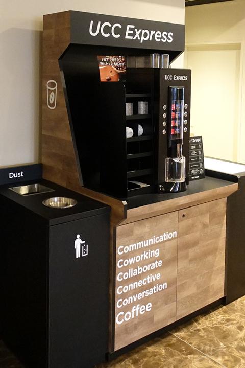 東京のUCCコーヒーアカデミーに設置された無人型コーヒースタンド「UCC Express」の外観画像