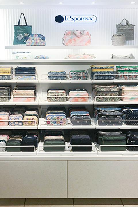 レスポートサック横浜高島屋店の店舗デザインVMD画像